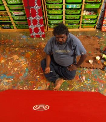 Ken Shepherd at work in the Warakurna Artists' studio